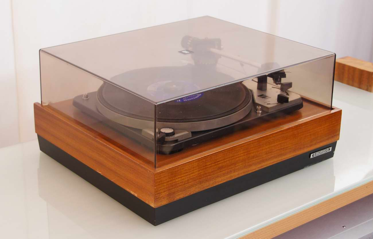 Turntable coffee table the coffee table 100 turntable coffee table gpo attache record player geotapseo Images